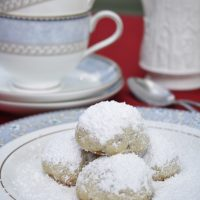 Russian Tea Cakes — Christmas Cookies from Around the World