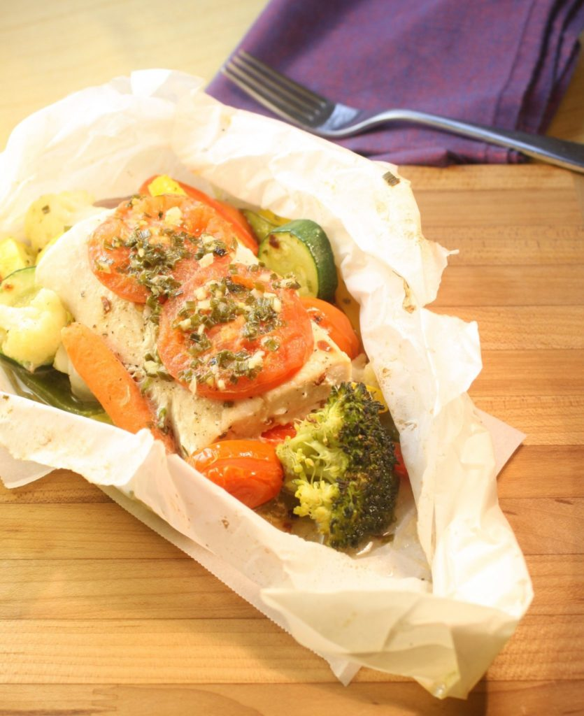 How to cook fish in parchment mahi mahi with vegetables for Fish in parchment recipes