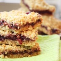 Jam vs Jelly – Raspberry Almond Oat Bars